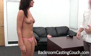 Morena fazendo teste com sexo anal