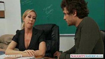 Professora gostosona sendo fodida pelo seu aluno na sala