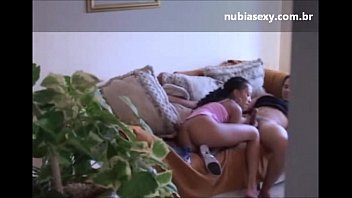 Casada Filma Trepada com Cunhado no Sofá da Sala