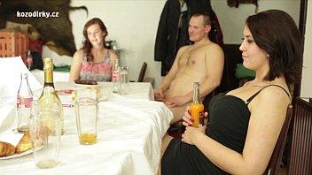 Novinhas Vagabundas vão para churrasco na casa dos amigos e machões metem em suas bucetas