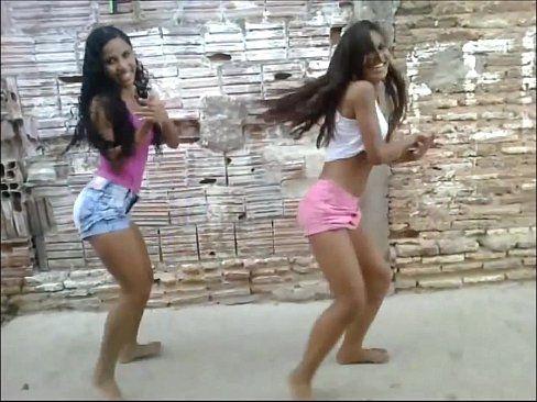 Novinhas Dançando Funk E Gravam Video Para A Net