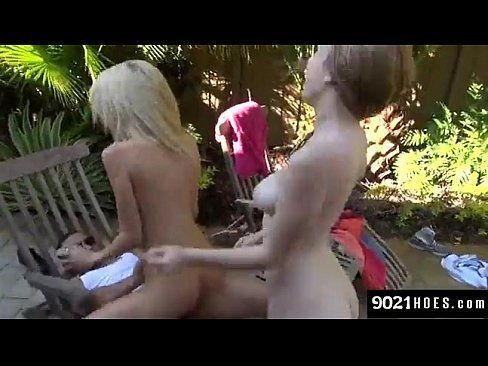 Novinhas gostosas dando demais no jardim