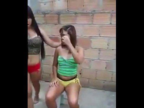 Novinhas Gostosas Dançando Funk De Shortinho