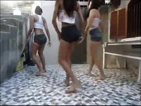 3 gostosas novinhas dançando Funk