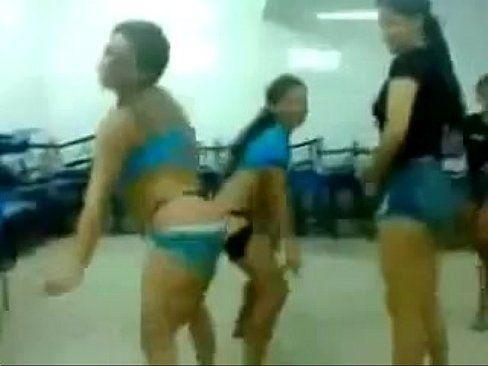 Novinhas Safadas Dançando Funk No Colégio