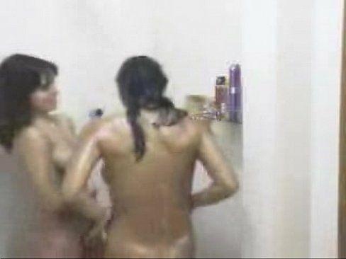 Lésbicas Peitudas Tomando Banho Juntas
