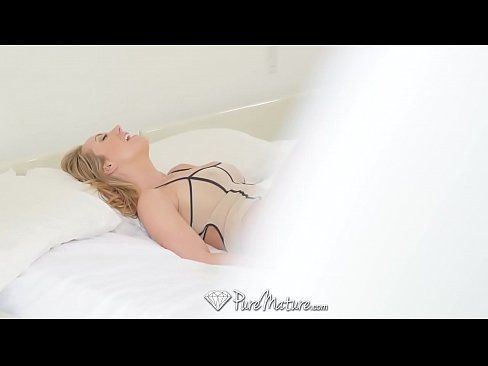Namorado Pega Loira Peituda Se Masturbando E Mete A Rola Na Safada