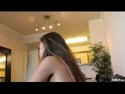 Vadia vai para entrevista de emprego e loira libera a buceta no banheiro para o chefe