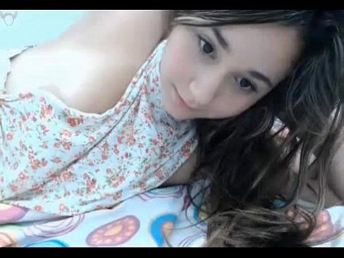 Novinha De 18 Anos Mostrando A Buceta Na Webcam, A Cara Dela Gozando