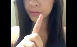 Novinhas safadas mostrando peitos na webcam