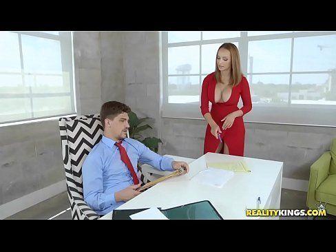 Fodendo com loirinha secretária gostosa no escritório