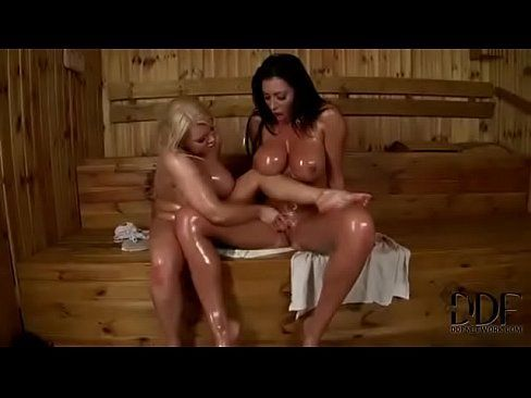 Amigas No Delicioso Sexo Na Sauna Peladinhas