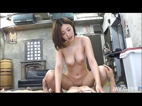 Japinha muito vadia fazendo sexo com 3 machões