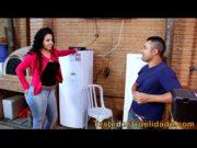 Vadia fica com a buceta molhada  seduzindo técnico de tv casado