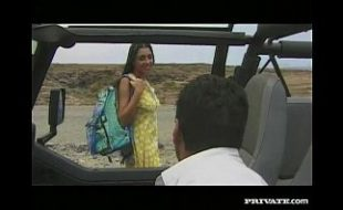 Amanda, mamando e dando o rabo em cima do Jeep
