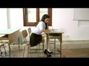 Fodendo a estudante morena na aula particular