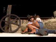 Peoa loira trepando com peão da fazendo pirocudo