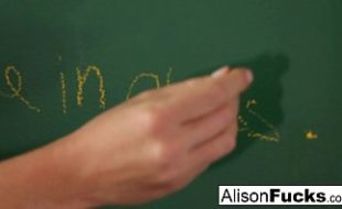 A gostosa da Alison Tyler esta se Masturbando na Escola