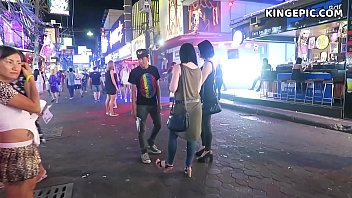 Filmando Morena gostosa vagabunda na rua